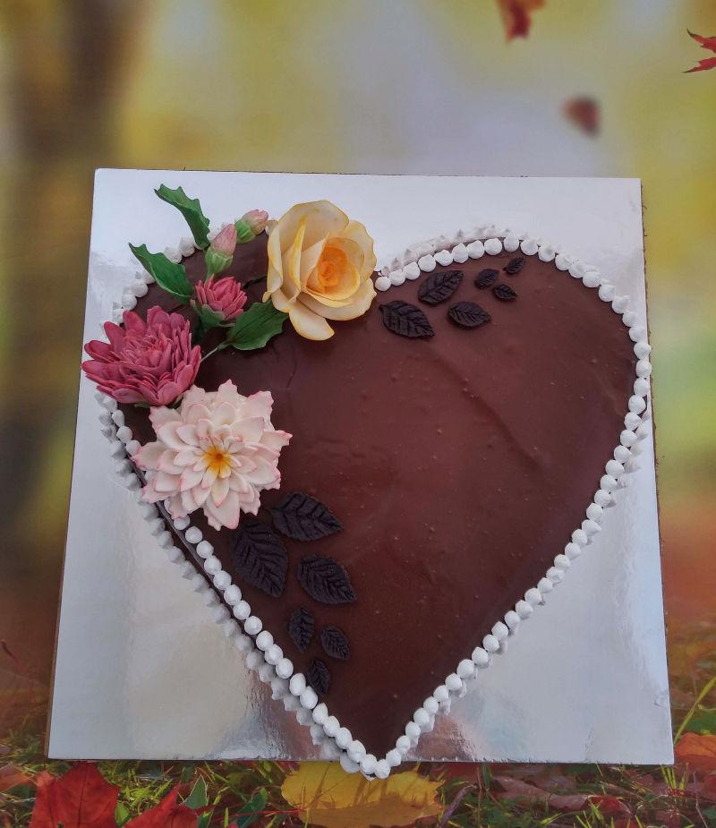 עוגת גבינה אפויה בציפוי שוקולד