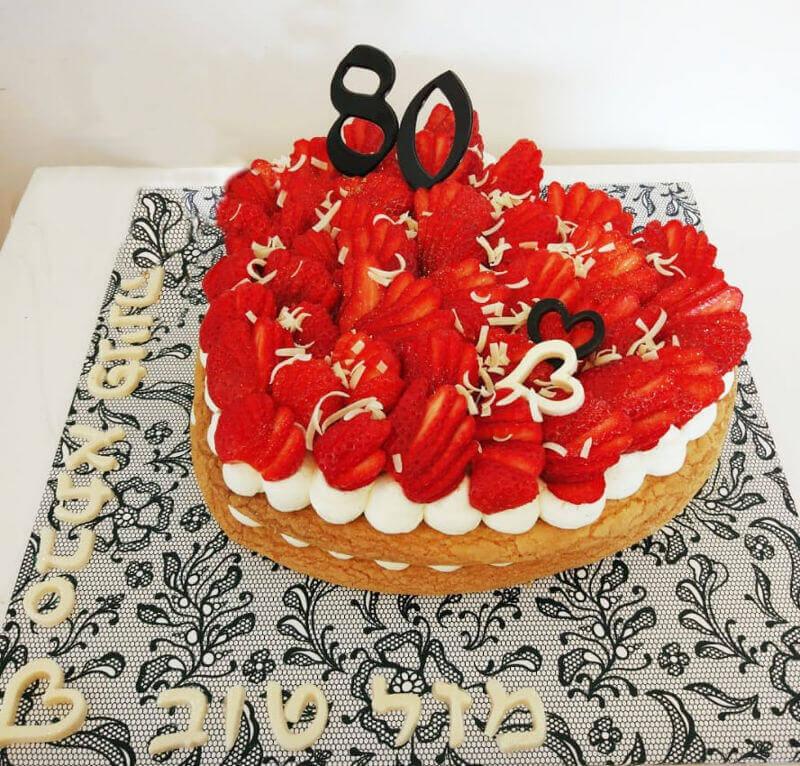 עוגת לב ופירות לגיל 80