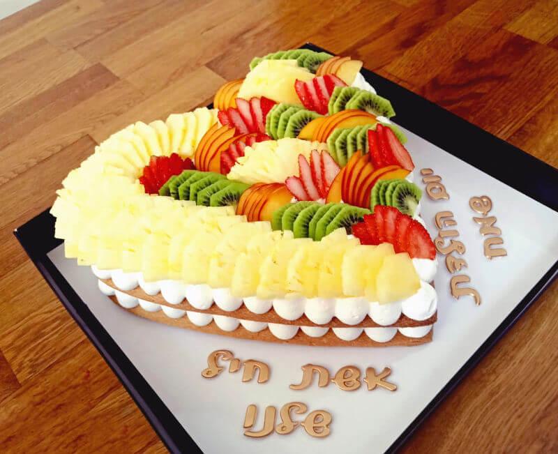 אשת חייל שלנו - עוגת לב ופירות ליום הולדת