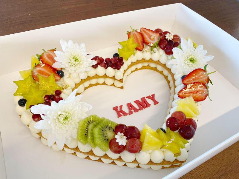 עוגת לב עם פירות ליום הולדת