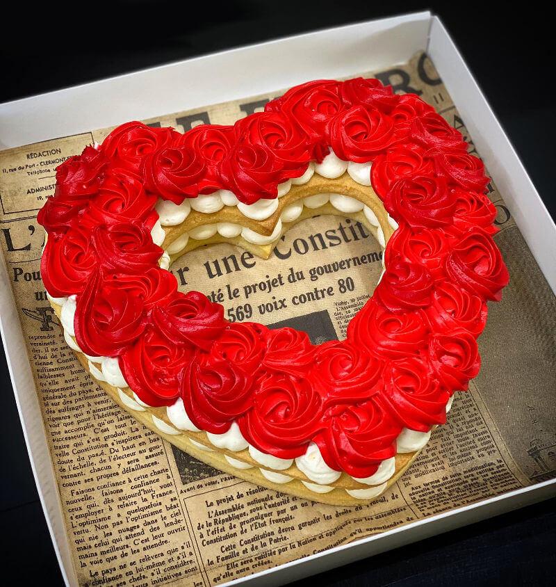 עוגת לב עם ורדים
