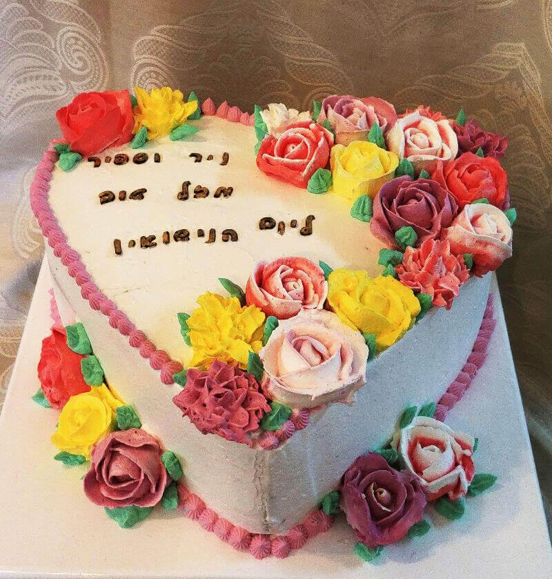 עוגת לב פרחונית ליום נישואין
