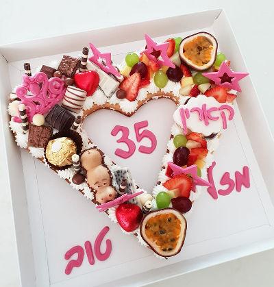 עוגת לב עם קרם ופירות טריים ליום האהבה