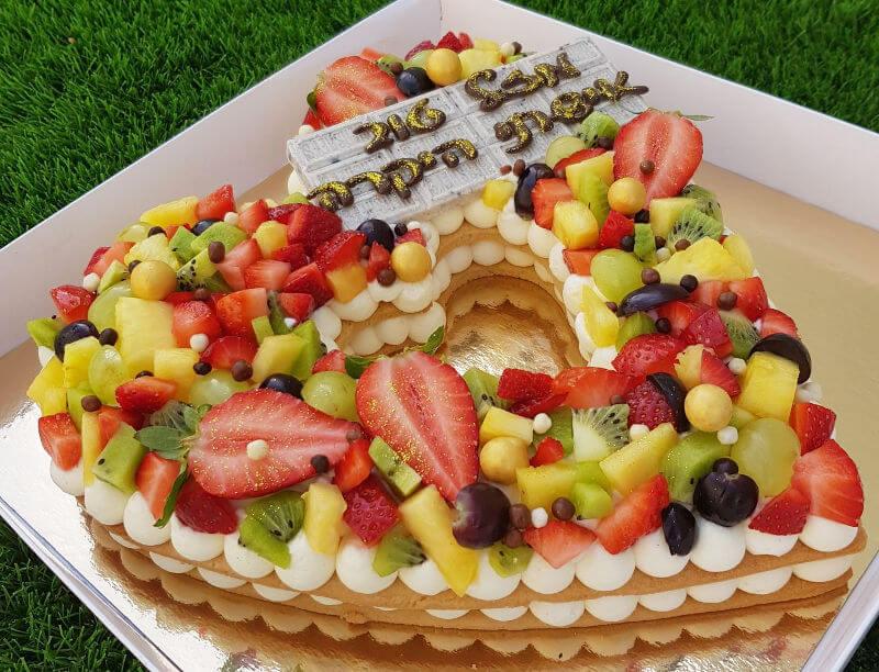 עוגת לב מבצק פריך ופירות טריים ליום האהבה