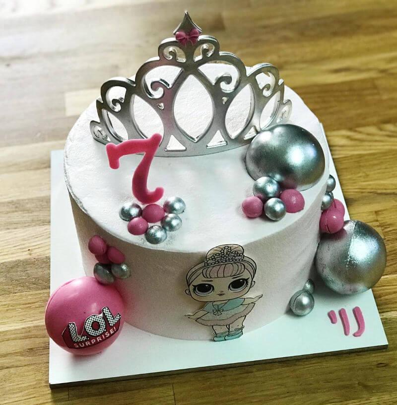 עוגת לול מעוצבת עם כתר LOL CAKE