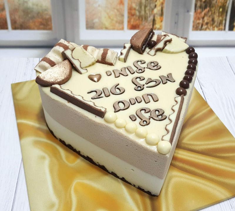 עוגת מוסים בצורת לב ליום הולדת