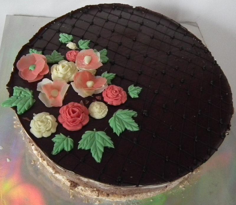 עוגת מוסים עם פרחים לפסח