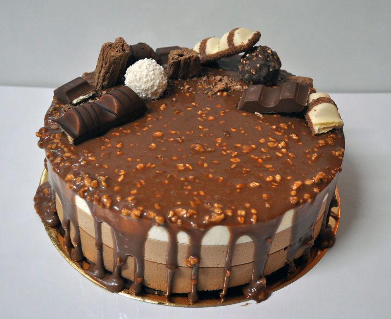 עוגת מוסים מעוצבת טריקולד