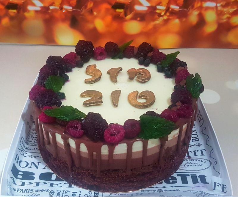 עוגת מוסים טריקולד מעוצבת