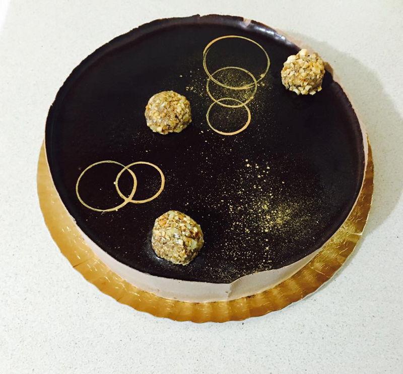 עוגת מוסים ושוקולד אגוזים
