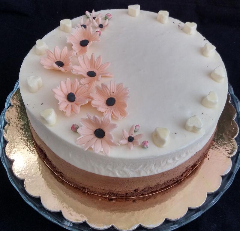 עוגת מוסים שוקולד מריר, תפוז ושוקולד לבן