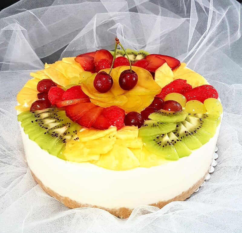 עוגת מוס גבינה ופירות לשבועות