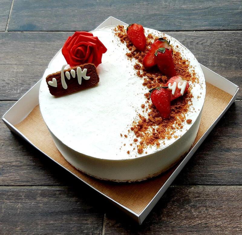 עוגת מוס גבינה ושוקולד לבן