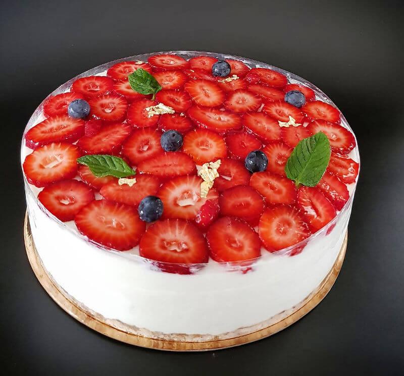 עוגת מוס גבינה ותותים