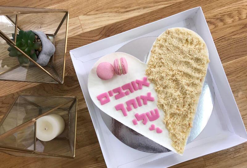 עוגת מוס גבינה ללא גלוטן בצורת לב