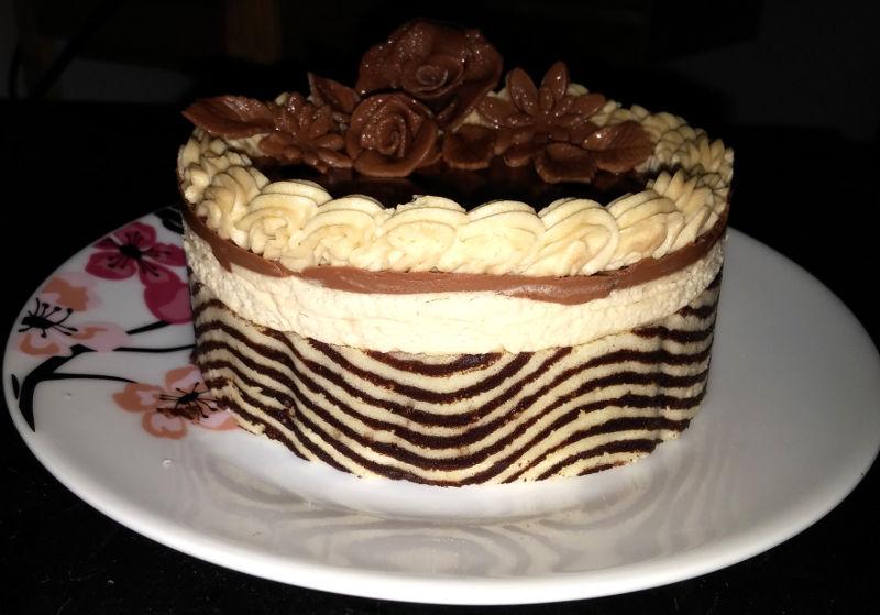 עוגת מוס ופרחי שוקולד