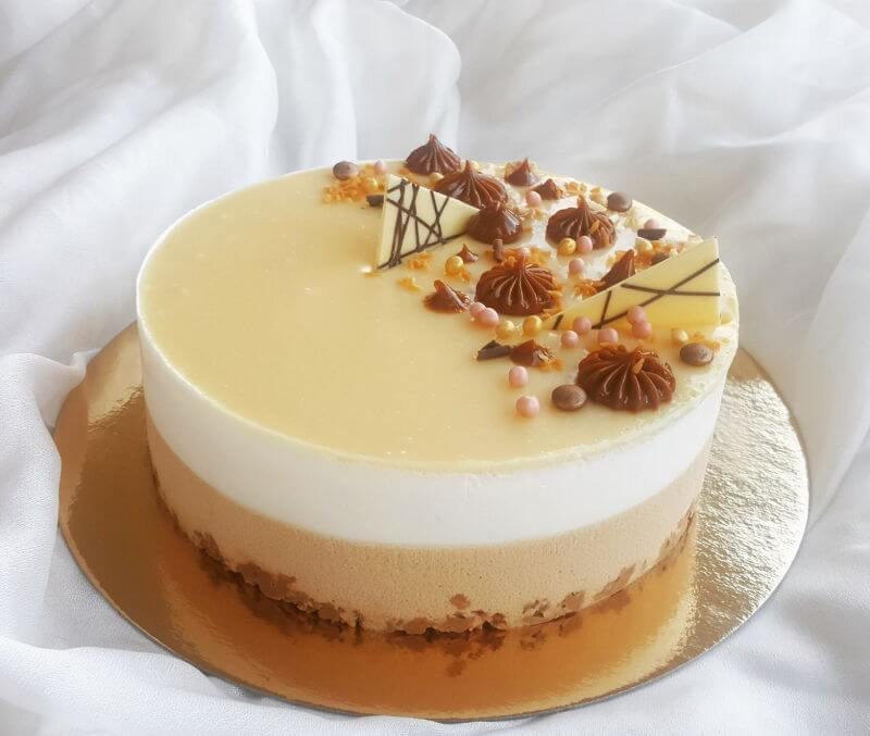 עוגת מוס ריבת חלב וקוקוס