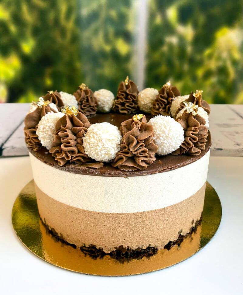 עוגת מוס שוקולד ופרלינה
