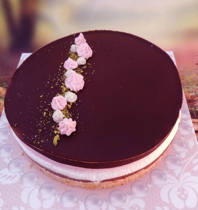 עוגת מוסים שוקולד ותות לפסח