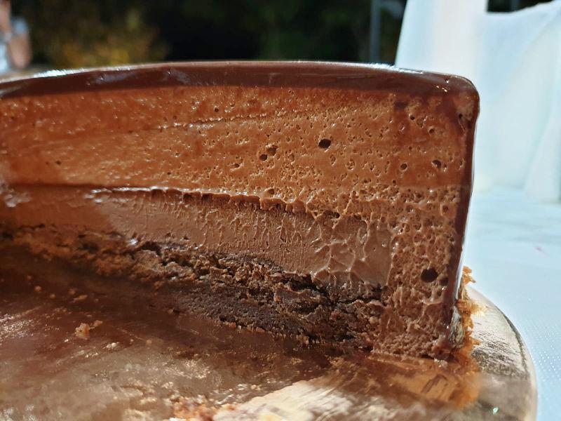 עוגת ראווה מוס שוקולד חתך