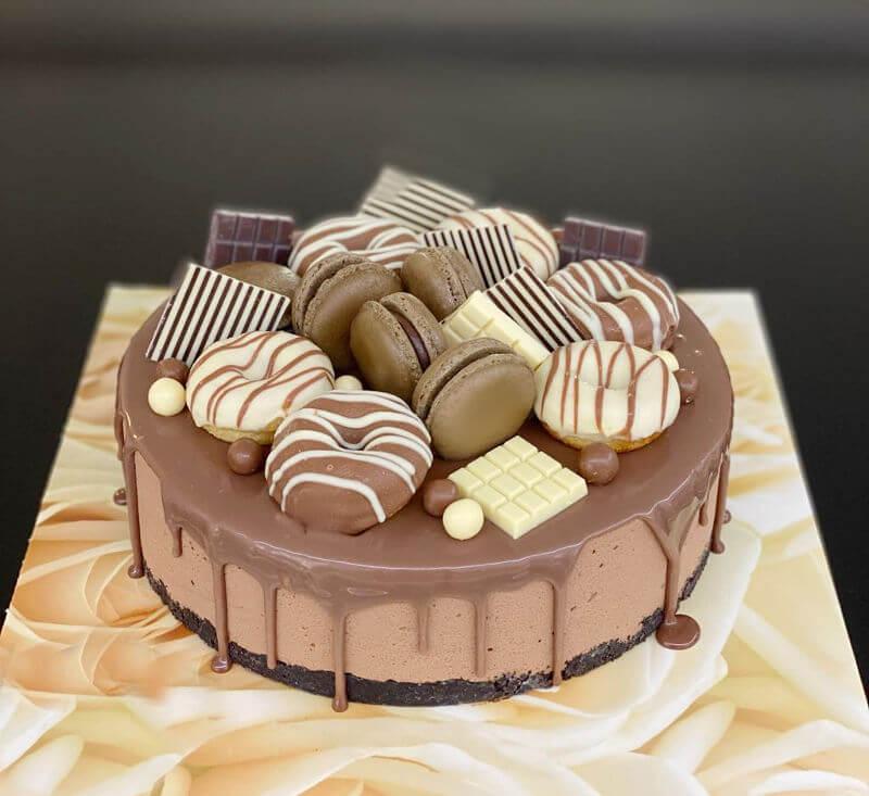 עוגת מוס שוקולד עם דונאטס