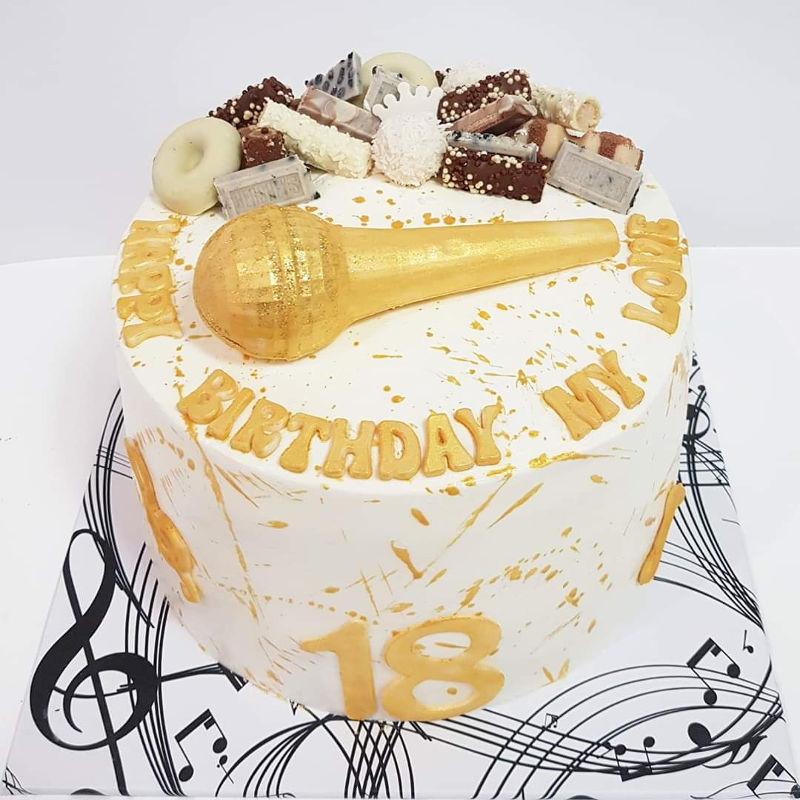 עוגת מיוזיקלי וממתקים לגיל 18