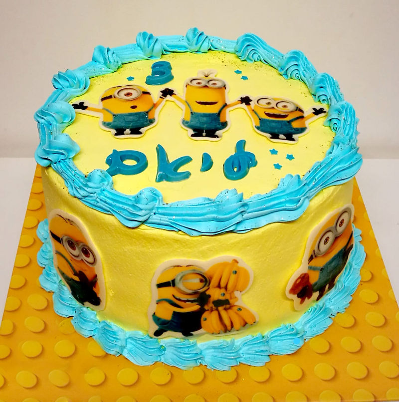 עוגת מיניונים מעוצבת