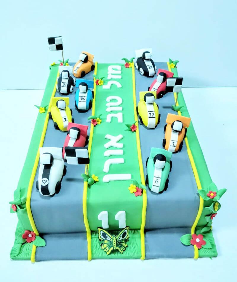 עוגת מכוניות מבצק סוכר
