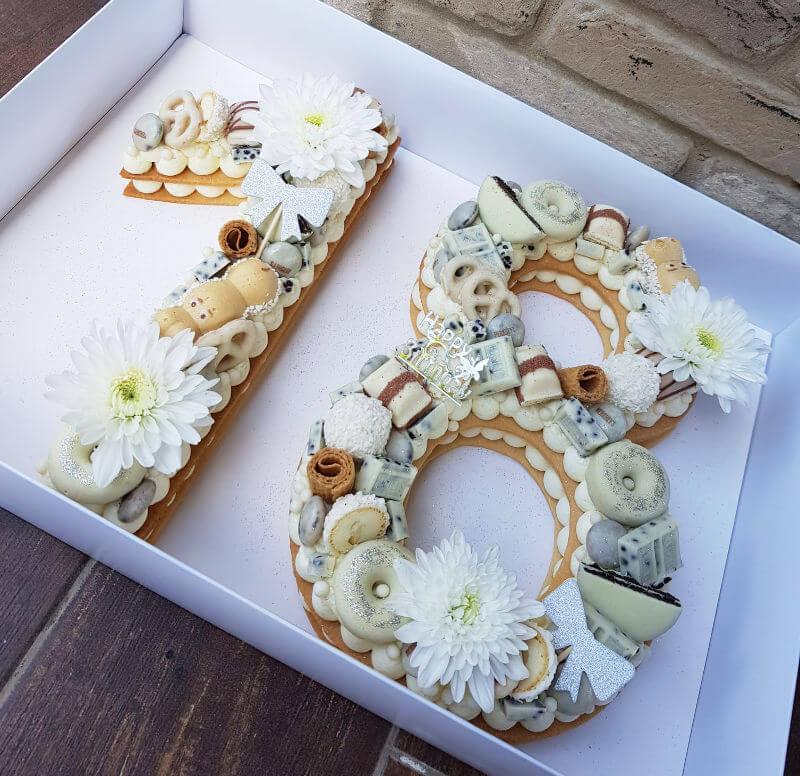 עוגת מספרים בלבן לגיל 18