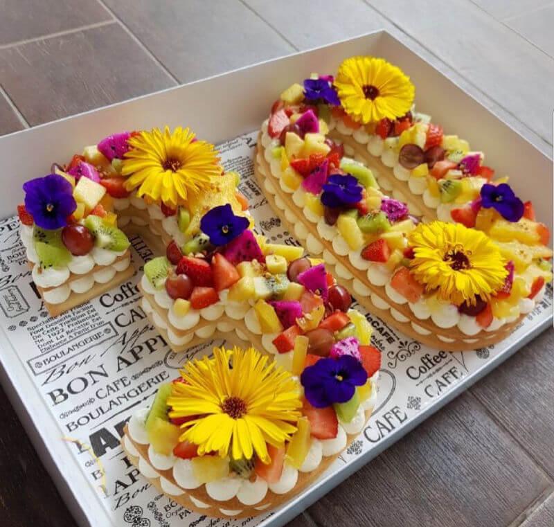 עוגת מספרים ופירות לגיל 30