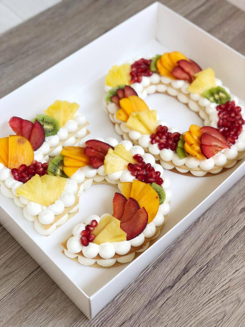 עוגת מספרים ופירות טבעונית ללא גלוטן