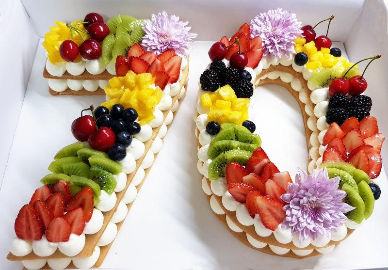 עוגת מספרים ופירות לגיל 70