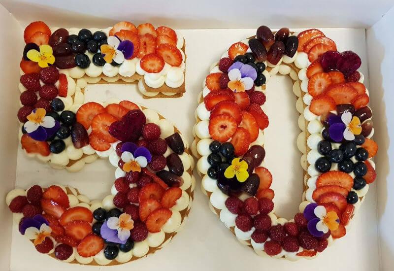 עוגת מספרים ופירות ליום הולדת 50