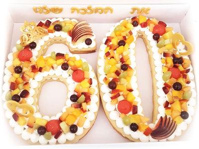 עוגת יום הולדת בצורת מספרים עם פירות