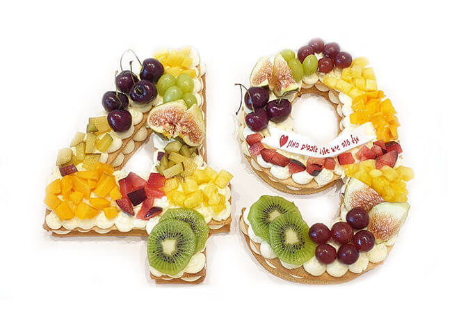 עוגת מספרים ופירות
