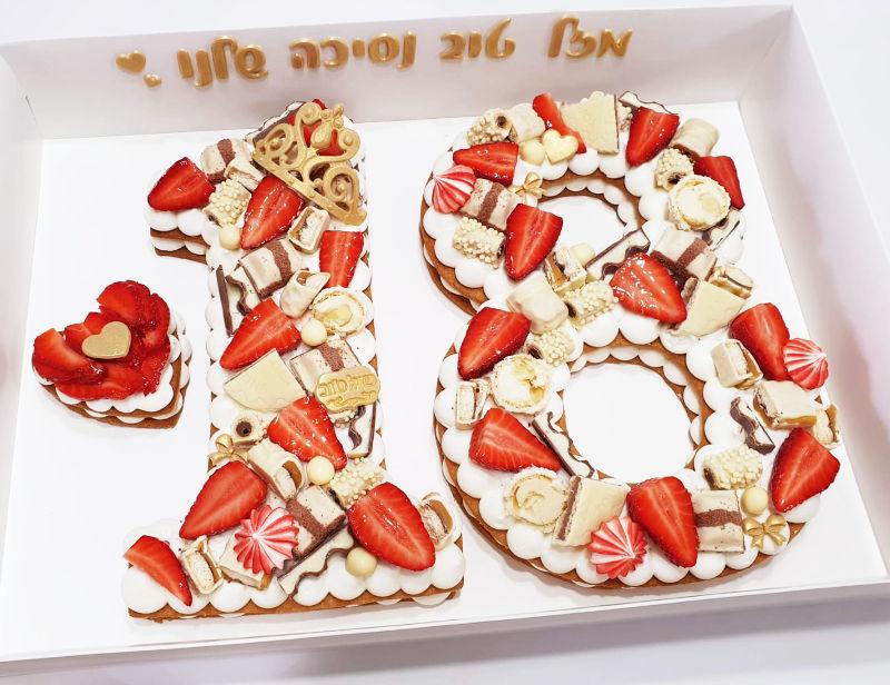 עוגת מספרים עם תותים ושוקולד