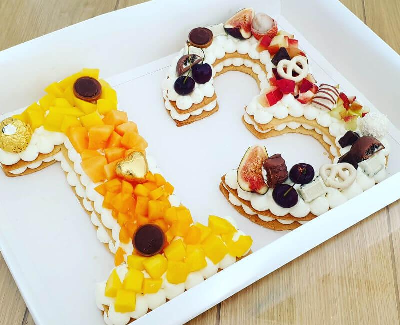 עוגת מספרים פירות ושוקולדים לבר מצווה