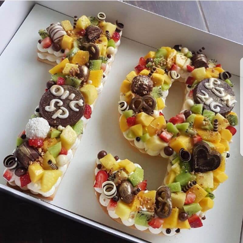 עוגת מספרים שוקולדים ופירות לגיוס
