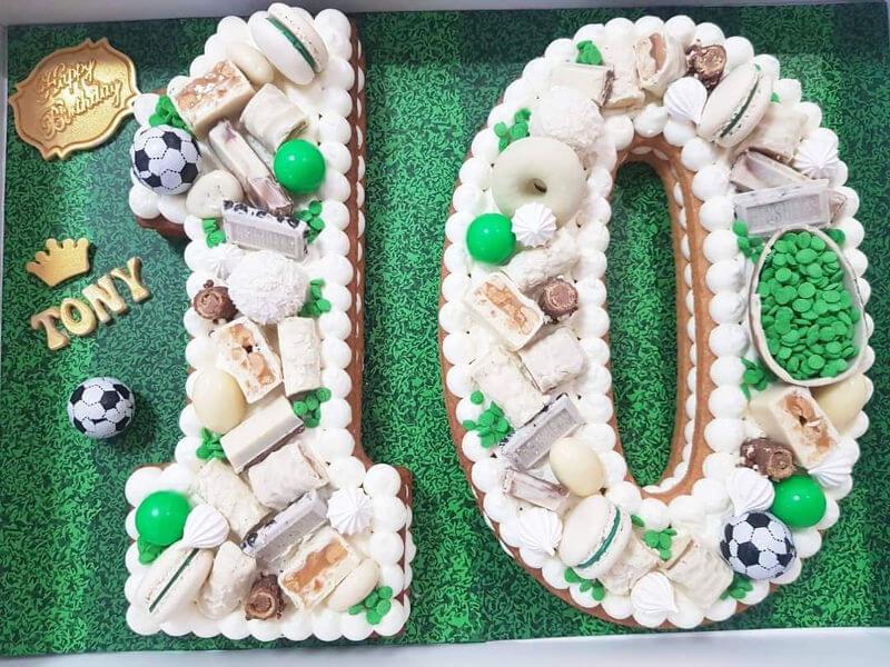עוגת מספרים כדורגל לבן