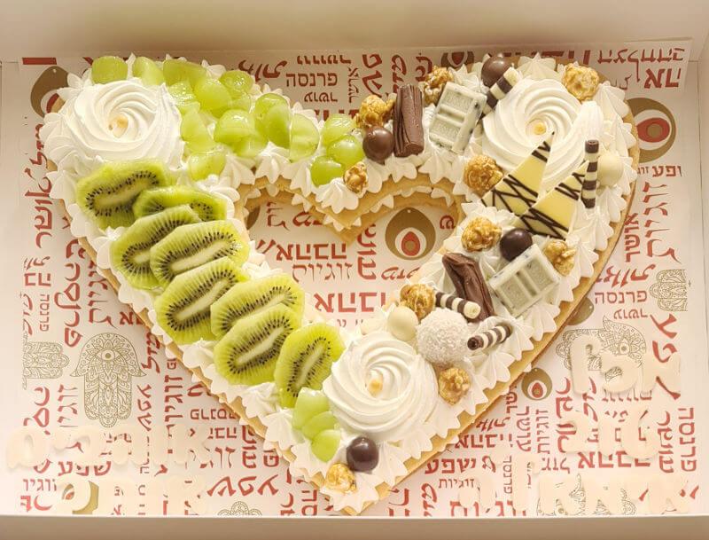 עוגת מספרים לב עם שוקולד ופירות