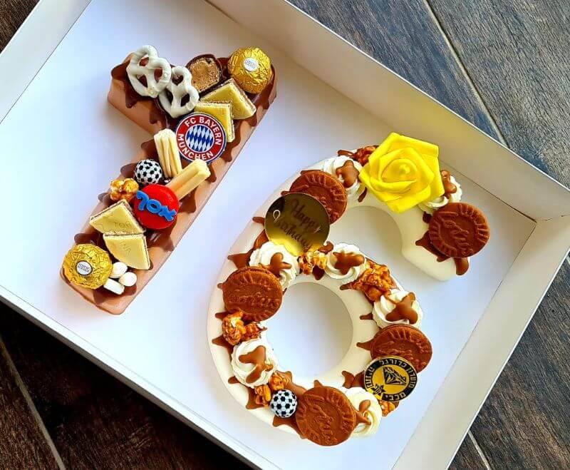 עוגת מספרים מלאה שוקולדים לבן