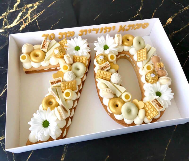 עוגת מספרים מעוצבת עם שוקולדים
