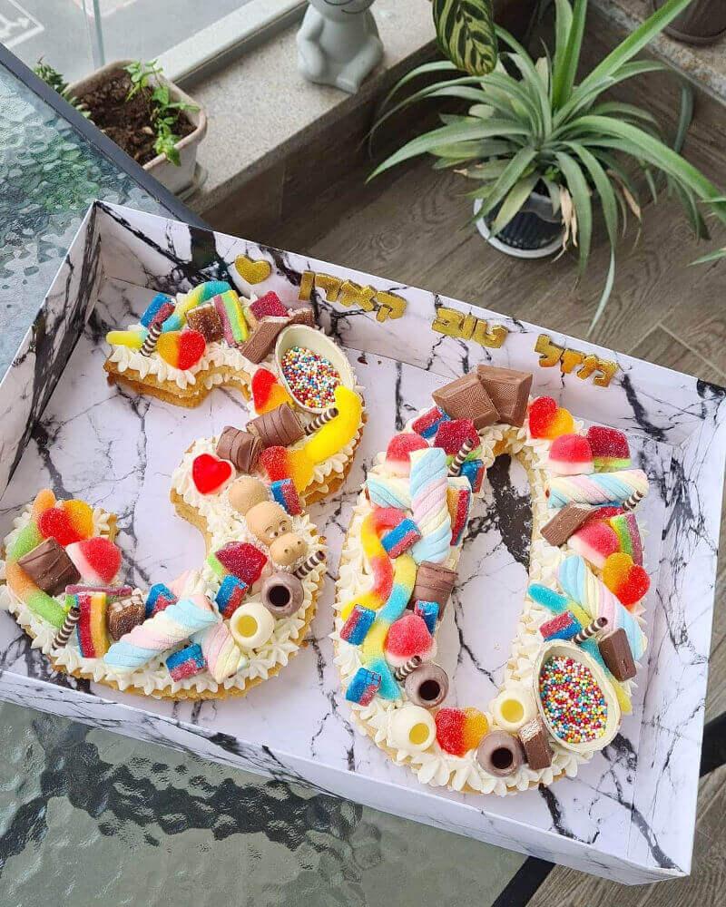 עוגת מספרים עם ממתקים