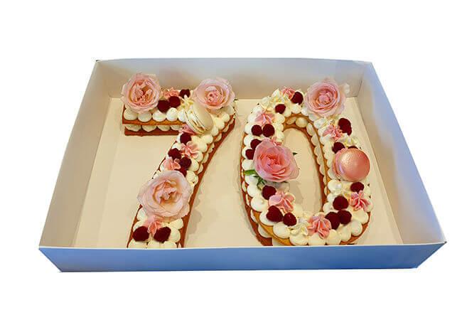 עוגת מספרים עם פרחים לגיל 70