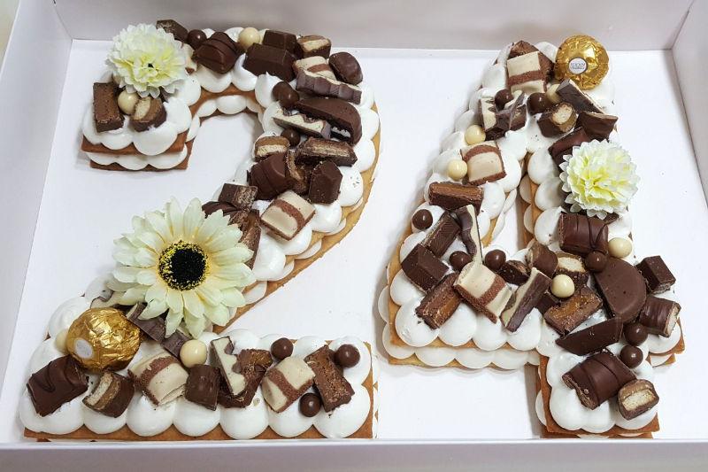 עוגת מספרים עם שוקולדים