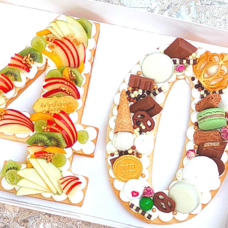 עוגת מספרים שוקולדים ופירות