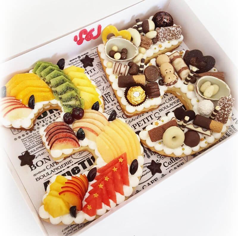 עוגת מספרים שוקולדים ופירות 35