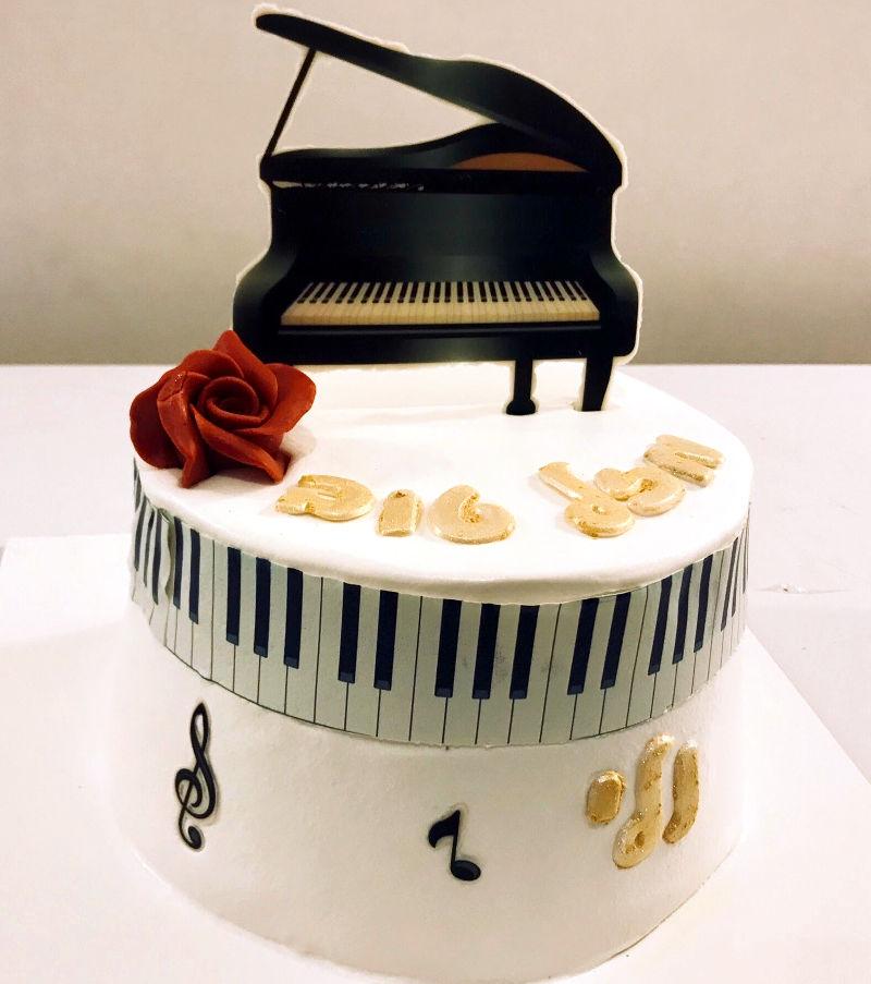 עוגה מעוצבת פסנתר