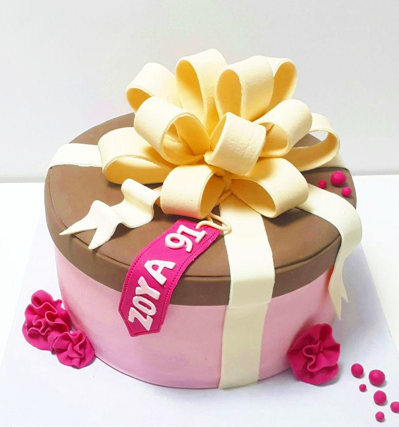 עוגת מתנה מבצק סוכר