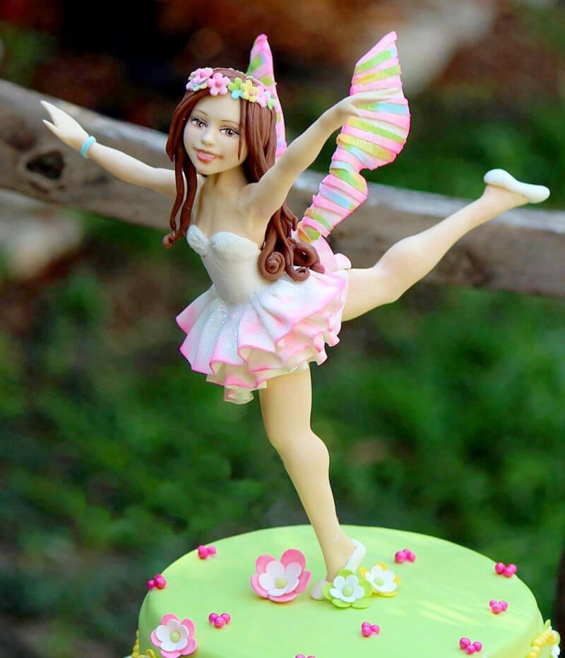 עוגת פייה רקדנית מפוסלת מבצק סוכר